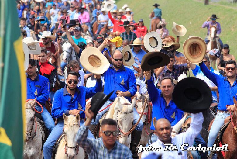 Cavalgada atinge metas e reúne centenas de participantes - Crédito: Be Caviquioli e Lau Menezes