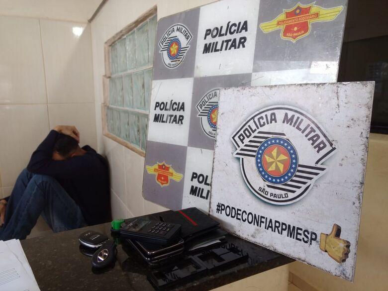 Policiais rodoviários prendem dupla acusada de estelionato - Crédito: Luciano Lopes