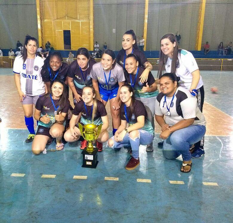 Equipe de futsal feminino de Ibaté conquista vice-campeonato em São Carlos - Crédito: Divulgação