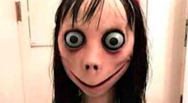 Durante provável desafio da 'Boneca Momo', garota tenta provocar curto-circuito em escola -