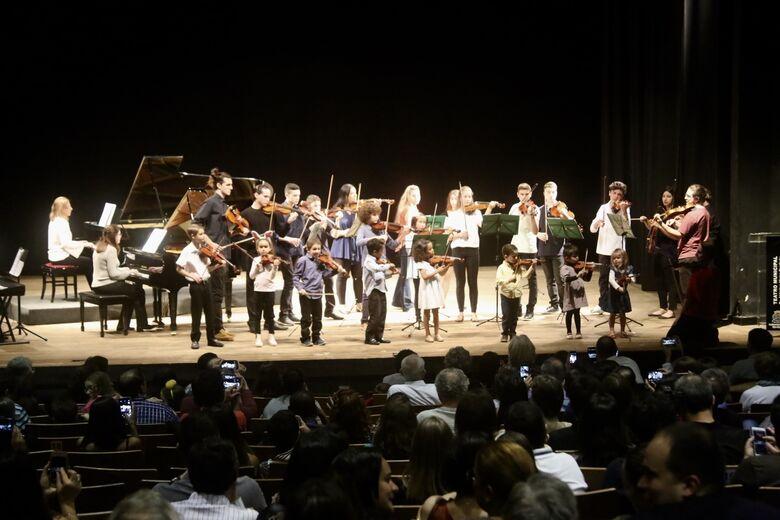 Recital Beneficente lotou Teatro Municipal e arrecadou centenas de produtos - Crédito: Andrea Castro