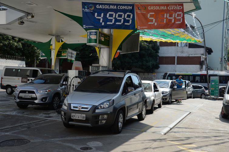 Petrobras quer manter preço da gasolina estável por até 15 dias - Crédito: Tomaz Silva/Agência Brasil