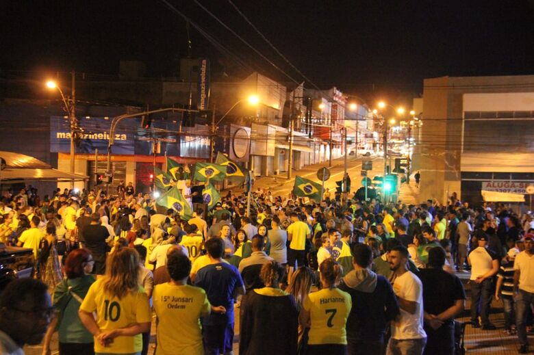 São Carlos tem festa para comemorar vitória de Bolsonaro - Crédito: Maycon Maximino