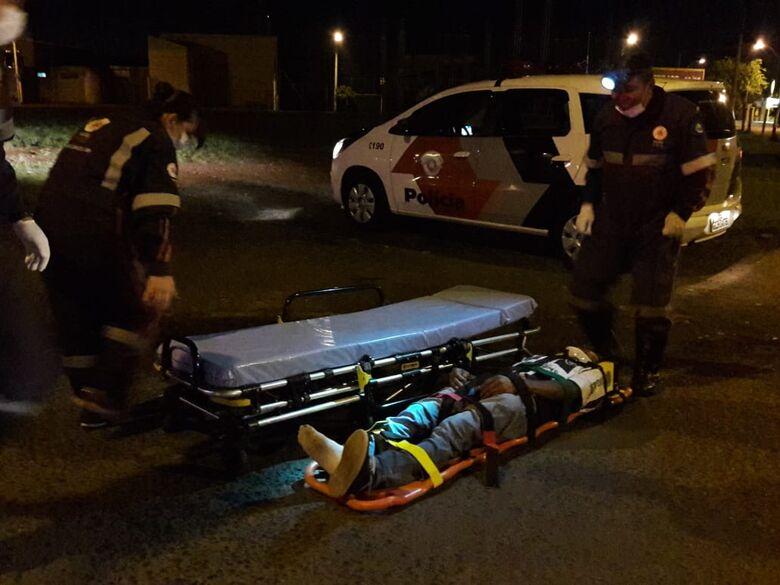 Ciclista sofre queda e machuca o rosto - Crédito: Maycon Maximino