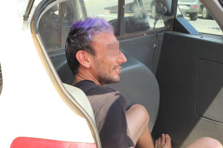 Suspeito é detido com carro roubado - Crédito: Marco Lúcio