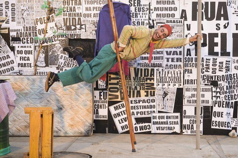 Morador em situação de rua revela habilidades circenses no Sesc São Carlos - Crédito: Bruno Rudolf