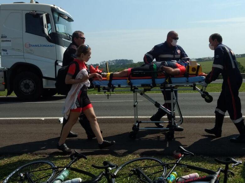 Ciclista sofre queda na WL e fica ferido - Crédito: Luciano Lopes