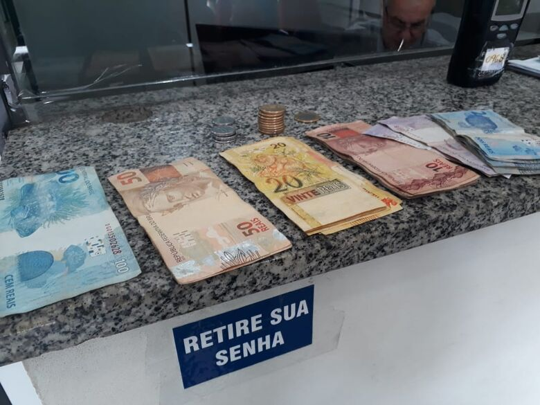 Acusada de roubo, dupla de adolescentes é detida pela PM - Crédito: Marco Lúcio