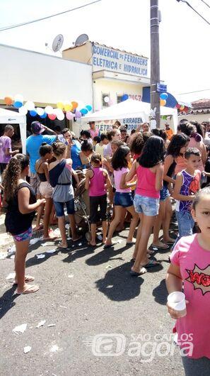 Comerciante proporciona momentos mágicos para 300 crianças no Cruzeiro do Sul - Crédito: Divulgação