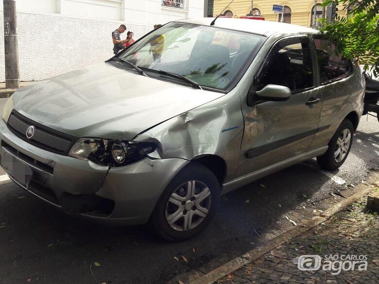 Motociclista cochila, 'vara' sinal vermelho e provoca acidente - Crédito: Maycon Maximino