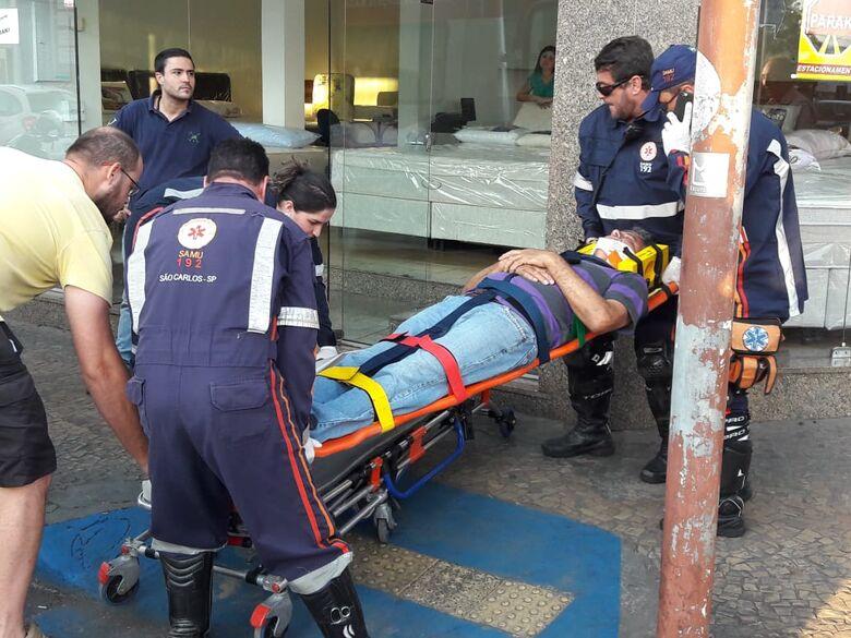 Dois carros e uma moto se envolvem em colisão no centro - Crédito: Maycon Maximino