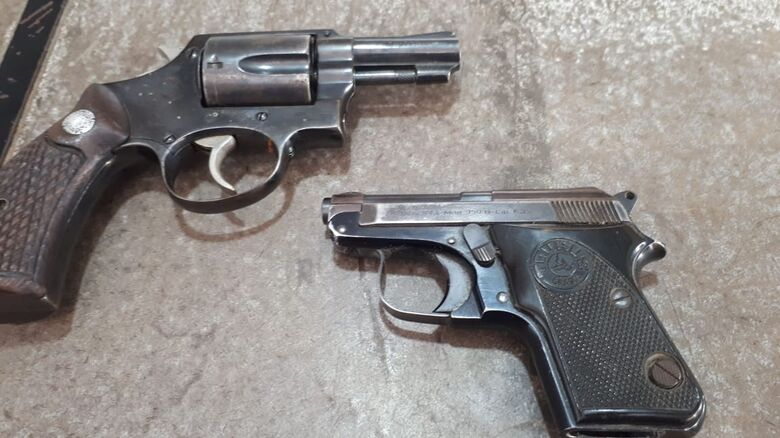Comerciante é preso com duas armas na Praça Itália - Crédito: Divulgação/PM