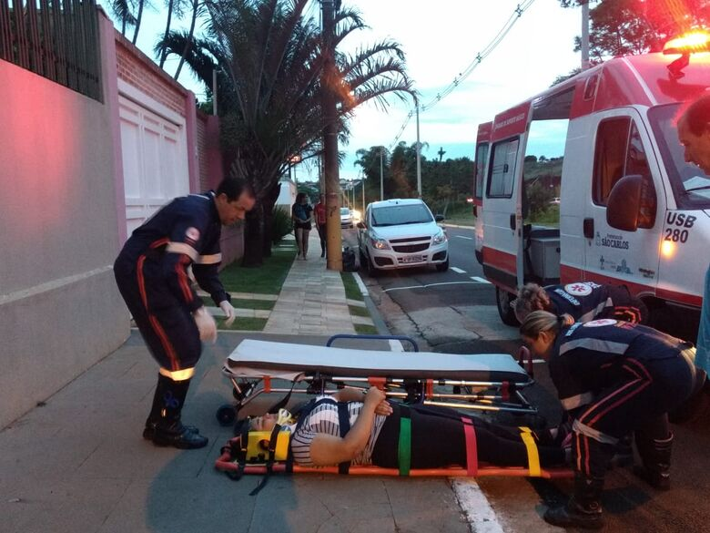 Motociclista sofre queda na Comendador Alfredo Maffei - Crédito: Luciano Lopes