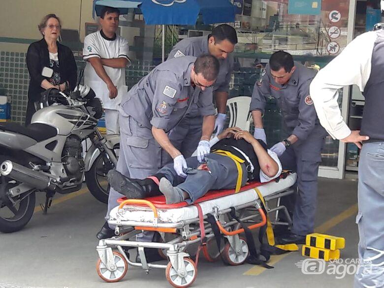 Ao sair de estacionamento, carro colide em moto - Crédito: Maycon Maximino