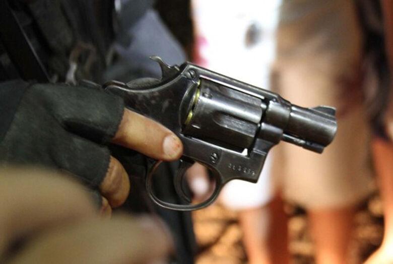 Comerciante fica em estado de choque após ser assaltada por três bandidos -
