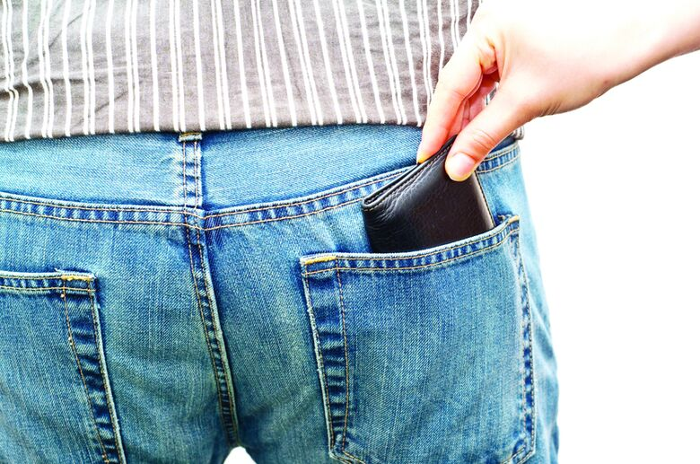 Ladrão de carteira continua agindo em ônibus - Crédito: Imagem Ilustrativa