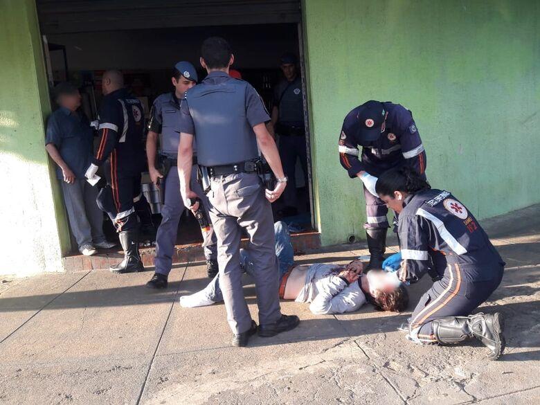 Confusão em bar termina com dois feridos na Vila Helena - Crédito: Maycon Maximino