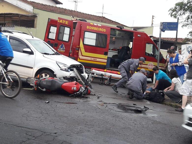 Motociclista avança sinal de pare e se envolve em acidente - Crédito: Maycon Maximino
