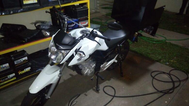 Motociclista fica sem sua Honda na Vila Nery - Crédito: Marco Lúcio