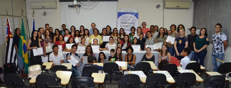 Atendimento e recepção: 90 alunos recebem certificados - Crédito: Divulgação