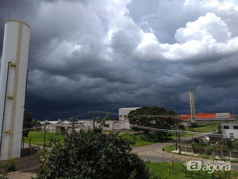 Defesa Civil alerta para possibilidade de chuva intensa acompanhada de raios - Crédito: Arquivo/SCA