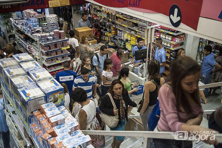 Pagamento do 13º salário injeta R$ 211,2 bilhões na economia - Crédito: Marcelo Camargo/Agência Brasil