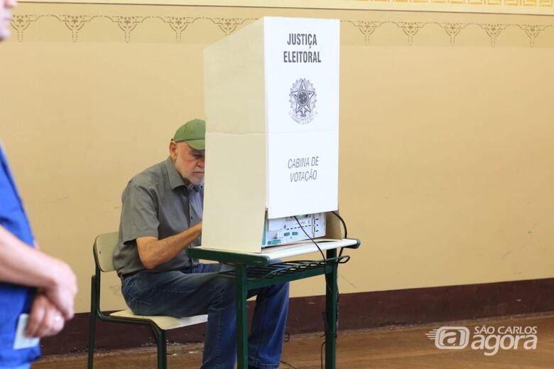 """Airton Garcia vota e diz que eleições não mudam nada: """"vamos ter que levantar cedo e trabalhar"""" - Crédito: Marco Lúcio"""