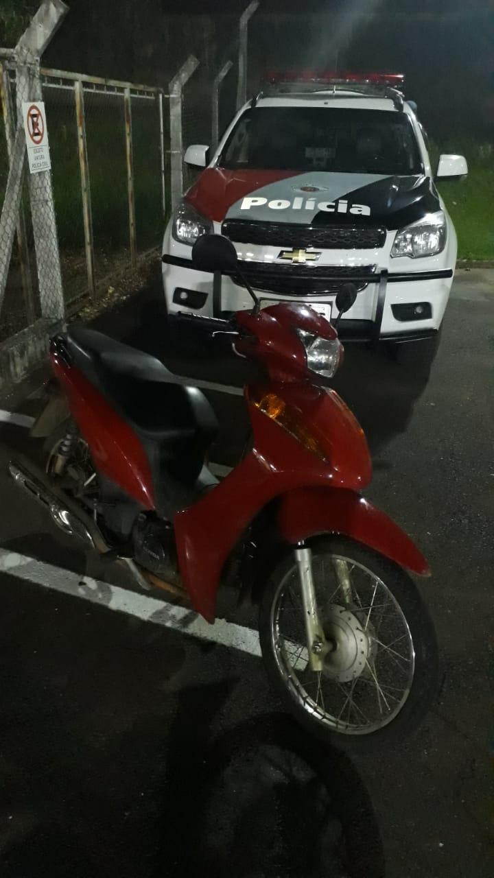 Com moto roubada, suspeito tenta fugir da Força Tática - Crédito: Divulgação
