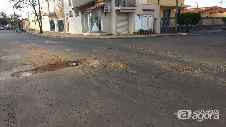 """Cratera no Santa Felícia """"comemora"""" um ano de abandono - Crédito: Divulgação"""