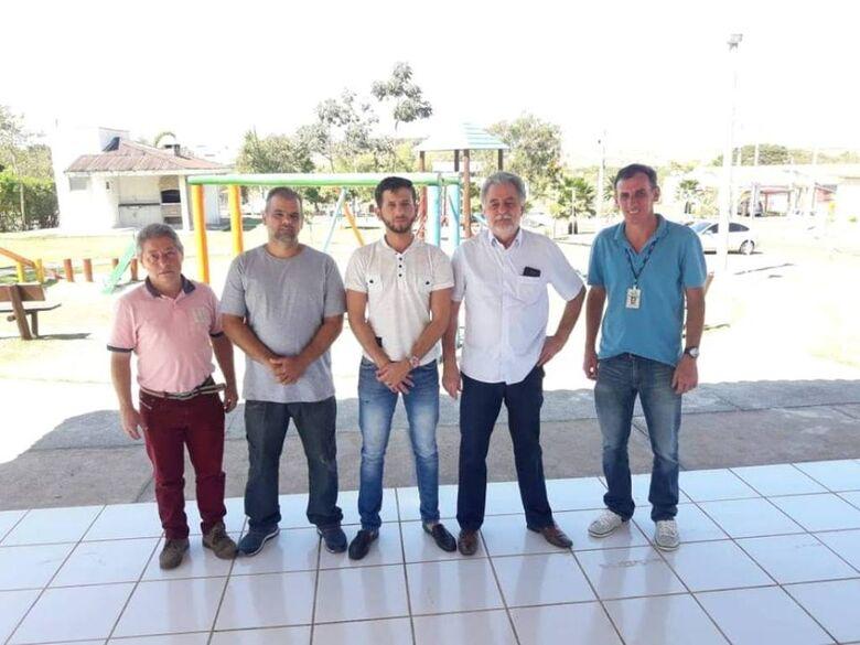 Vereador Elton Carvalho indica melhorias nos entornos do condomínio Moradas e é atendido pela Prefeitura e Saae - Crédito: Divulgação