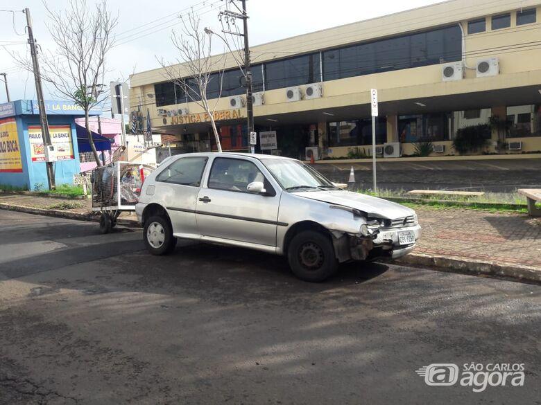 Durante fuga, ladrões colidem carro furtado no Boa Vista - Crédito: Maycon Maximino