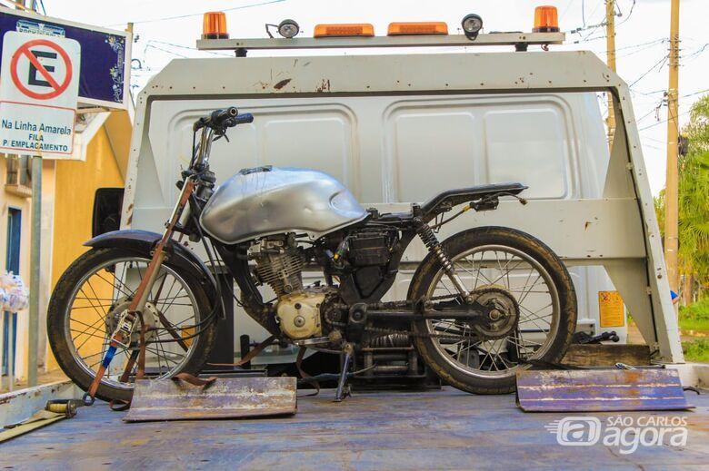 Moto com chassi pinado é apreendida pela PM - Crédito: Marco Lúcio