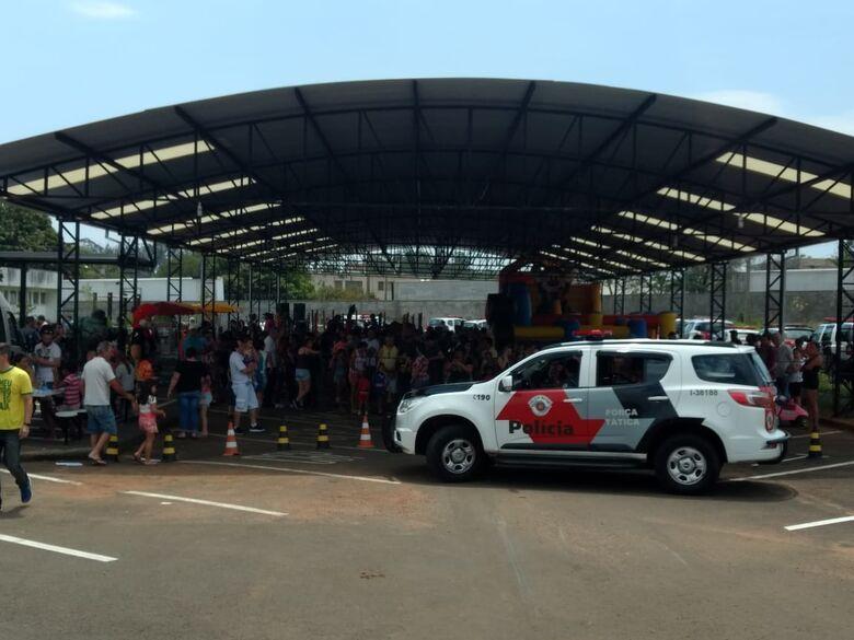 Polícia Militar anima o sábado da criançada são-carlense - Crédito: Luciano Lopes