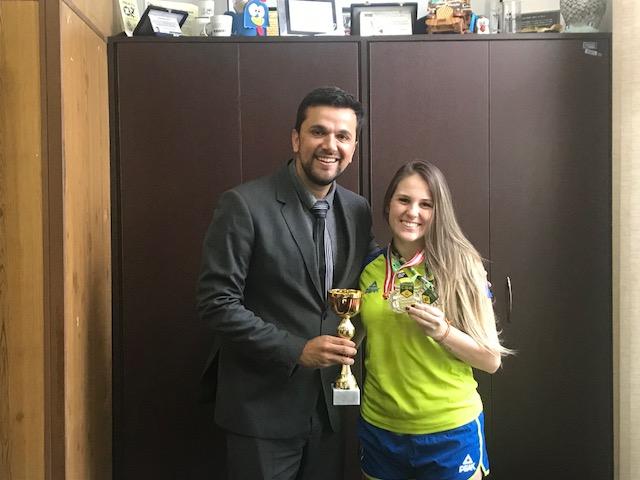 Rodson parabeniza a atleta Gabi Sepe pelas recentes conquistas - Crédito: Divulgação
