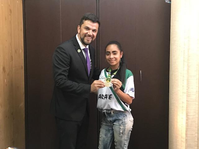 Vereador Rodson parabeniza a carateca Thamires, Campeã Brasileira de Karatê 2018 - Crédito: Divulgação