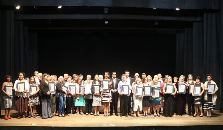 Câmara Municipal realiza homenagens em comemoração ao Dia do Servidor Público - Crédito: Divulgação