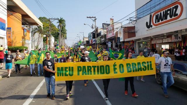 """Apoiadores de Bolsonaro realizam """"Passeata da Vitória"""" em São Carlos - Crédito: Folha SCR"""