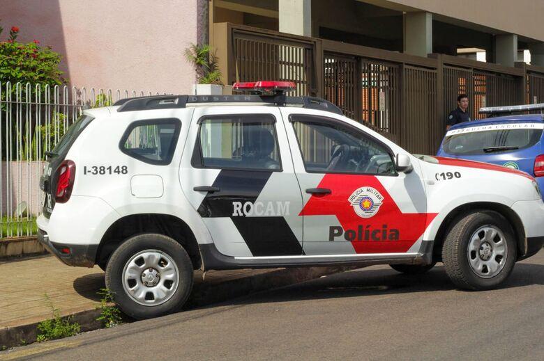 Rocam detém acusado de participar de assalto em revenda de veículos - Crédito: Marco Lucio