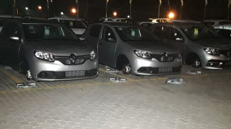 Ladrões retiram mais de 50 rodas de veículos zero quilômetro - Crédito: Rápido no Ar