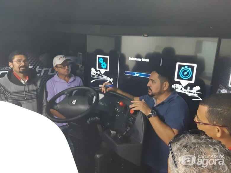 Motoristas da Suzantur São Carlos fazem treinamento com Simuladores de Direção no Sest Senat - Crédito: Divulgação