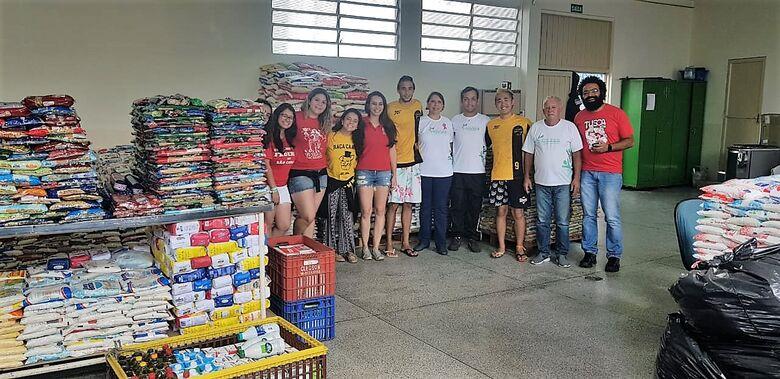Estudantes doam mais de 12 toneladas de alimentos para o Fundo Social - Crédito: Divulgação