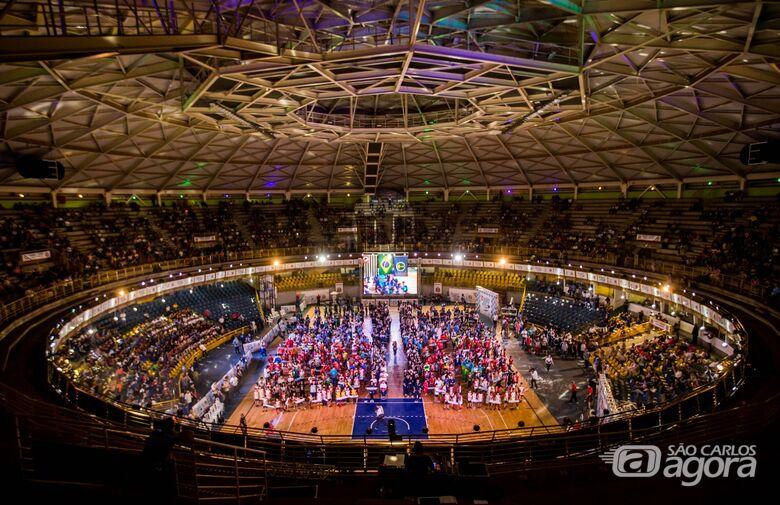 Cerimônia de abertura do Jogos Abertos encanta o público no Milton Olaio - Crédito: Prefeitura Municipal