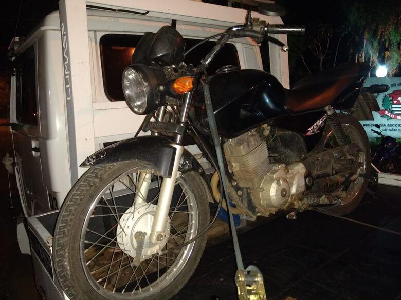 Após denúncia, PM recupera moto furtada - Crédito: Luciano Lopes