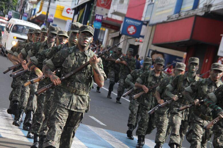 Desfile Cívico encanta o público na avenida São Carlos - Crédito: Maycon Maximino