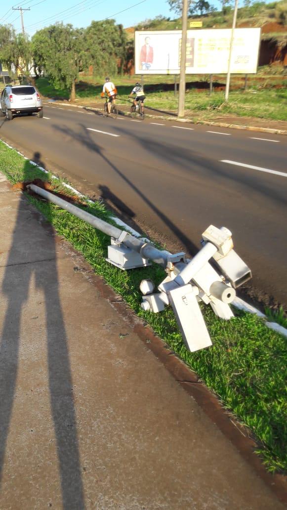 Radar fixo amanhece derrubado na Comendador Alfredo Maffei - Crédito: Divulgação