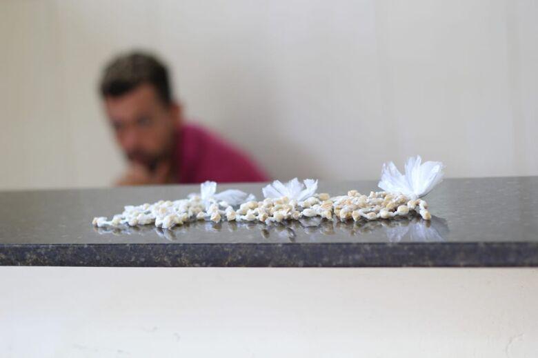 Homem é detido com 159 pedras de crack no CDHU - Crédito: Marco Lúcio