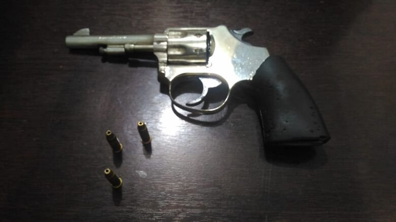 Coringa é detido com revólver e entorpecentes pela PM - Crédito: Divulgação