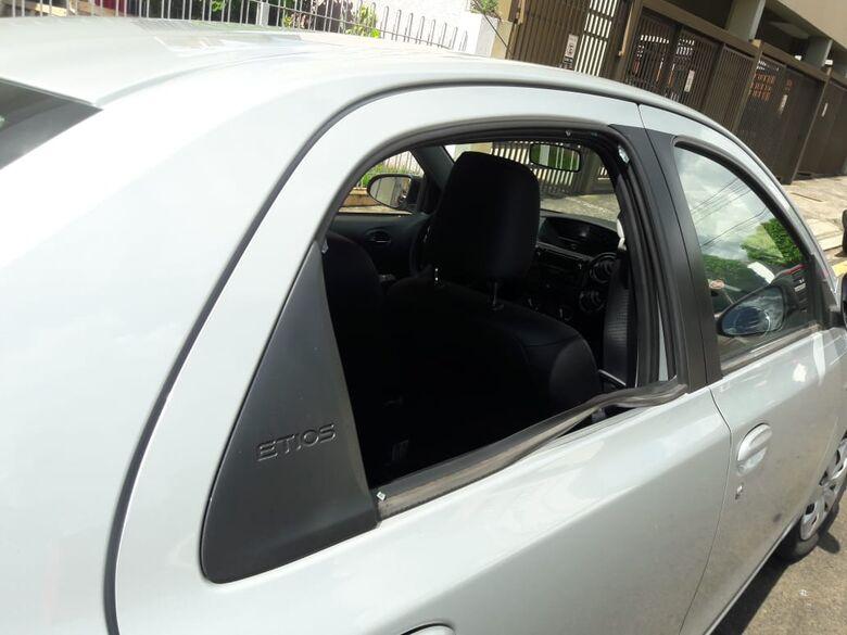 Carro é atingido por tiro perto de posto onde PM foi baleado - Crédito: Maycon Maximino