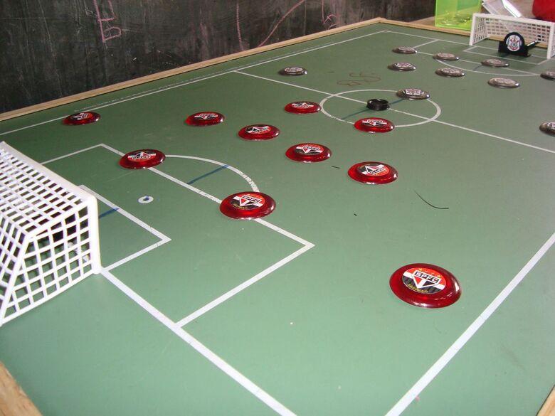 Biblioteca Comunitária da UFSCar promove práticas de futebol de botão - Crédito: Divulgação
