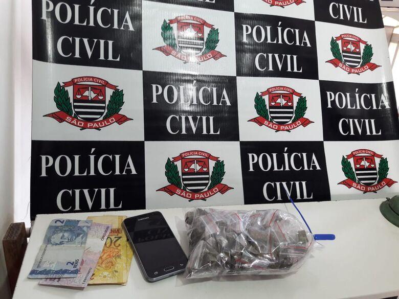 Policiais da Dise prendem acusado de tráfico no Santa Angelina - Crédito: Maycon Maximino